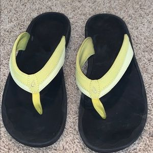 Yellow women's Olukai sandals